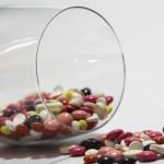 Glas mit Medikamenten
